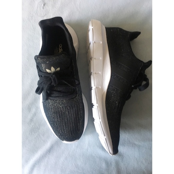 le adidas oro nero primeknit swift run poshmark
